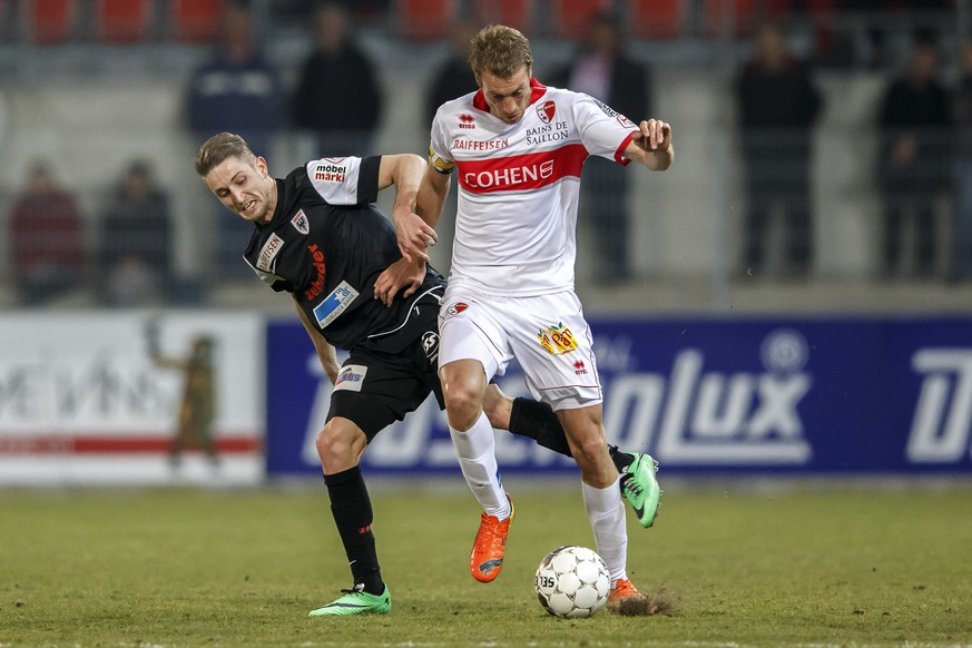 Aarau's Stephan Andrist, left, fights for the ball with Sion's Arnaud Buehler, right, during the Super League soccer match of Swiss Championship between the FC Sion and the FC Aarau at the Stade de Tourbillon stadium, in Sion, Switzerland, Wednesday, March 12, 2014. (KEYSTONE/Salvatore Di Nolfi)