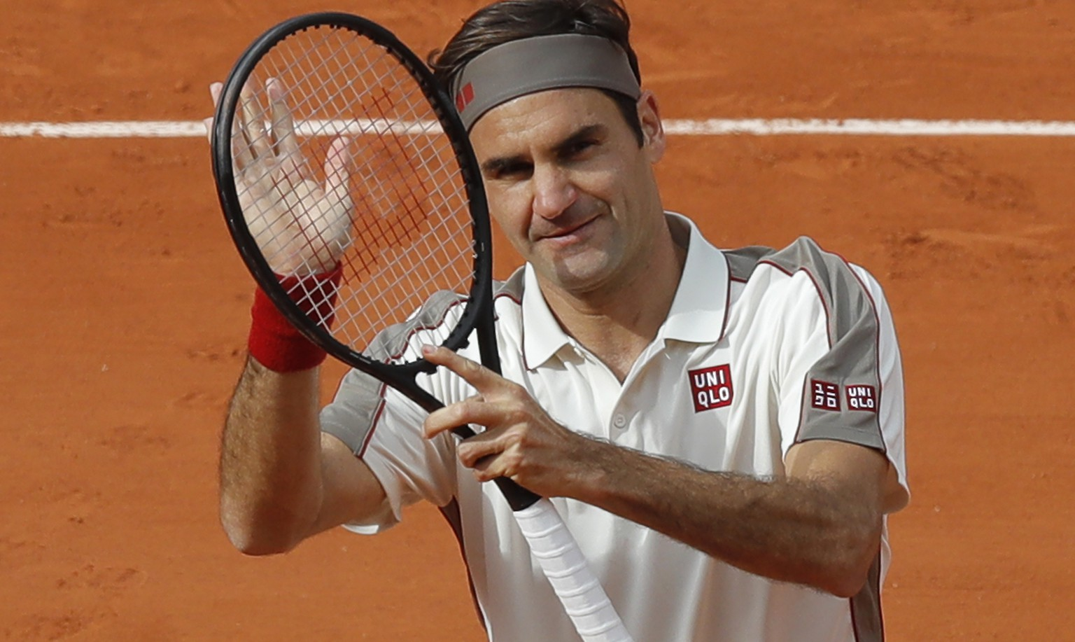 Switzerland's Roger Federer celebrates winning his second round match of the French Open tennis tournament against Germany's Oscar Otte in three sets 6-4, 6-3, 6-4, at the Roland Garros stadium in Paris, Wednesday, May 29, 2019. (AP Photo/Michel Euler)