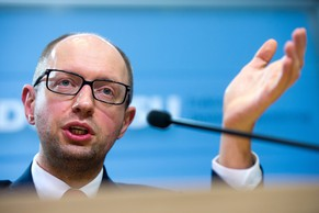 epa04084065 Ukrainian opposition leader Arseniy Yatsenyuk speaks during a news conference in Berlin, Germany, 17 February 2014. Ukrainian opposition leaders Arseniy Yatsenyuk of the Fatherland party of former Prime Minister Yulia Tymoshenko and Vitali Klitschko of the Udar (Punch) party earlier met with German Chancellor Angela Merkel to  discuss the constitutional reform in their country. The former Soviet nation has been in chaos since November 2013 when President Viktor Yanukovych ditched a planned EU trade and political pact in favour of closer ties with Moscow.  EPA/MAURIZIO GAMBARINI