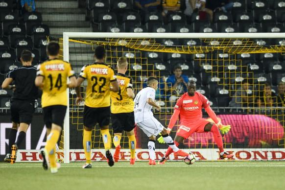 Der Luganese Jonathan Sabbatini in Aktion, im Super League Fussballspiel zwischen dem BSC YB und dem FC Lugano im Stade de Suisse, am Samstag, 30. Juli 2016 in Bern. (KEYSTONE/Manuel Lopez)