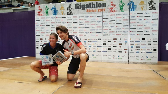 Die Sieger Nina Brenn und Gabriel Lombriser, Gigathlon Zürich