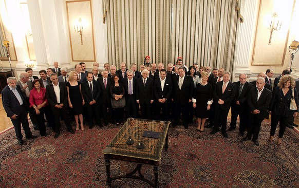 epa04944385 Greek Prime Minister Alexis Tsipras (C) and members of the new Greek government pose to photographers for a group photo during the swearing-in ceremony of the ministers at the Presidential Mansion in Athens, Greece, 23 September 2015.  EPA/ALEXANDROS VLACHOS