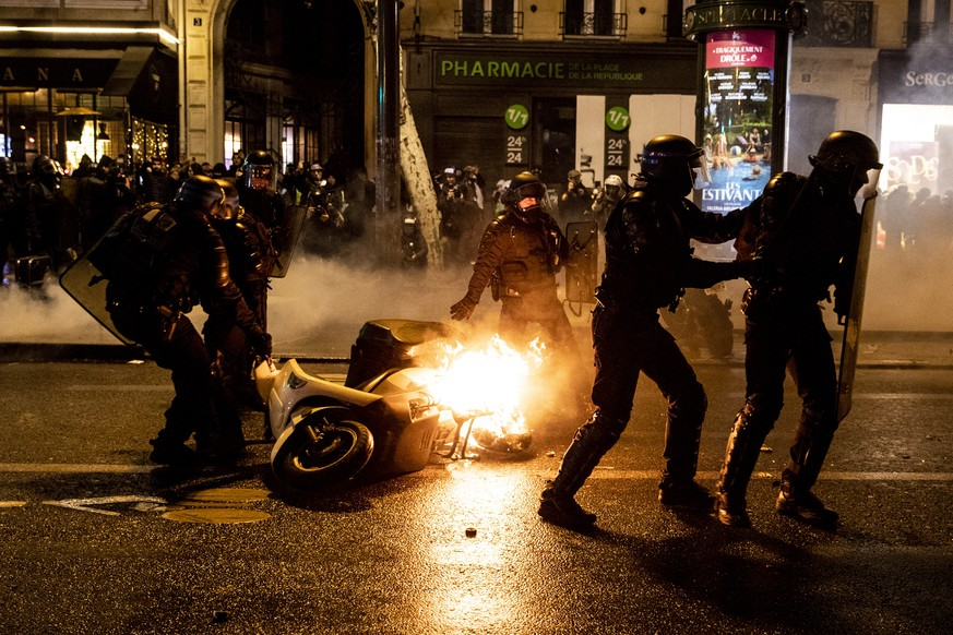 epa07322893 French riot police take away a burning scooter as clashes erupted with 'Gilets Jaunes' (Yellow Vests) protesters who wanted to stay all night on the square during the 'Act XI' demonstration (the 11th consecutive national protest on a Saturday) in Paris, France, 26 January 2019. The so-called 'gilets jaunes' (yellow vests) is a grassroots protest movement with supporters from a wide span of the political spectrum, that originally started with protest across the nation in late 2018 against high fuel prices. The movement in the meantime also protests the French government's tax reforms, the increasing costs of living and some even call for the resignation of French President Emmanuel Macron.  EPA/ETIENNE LAURENT