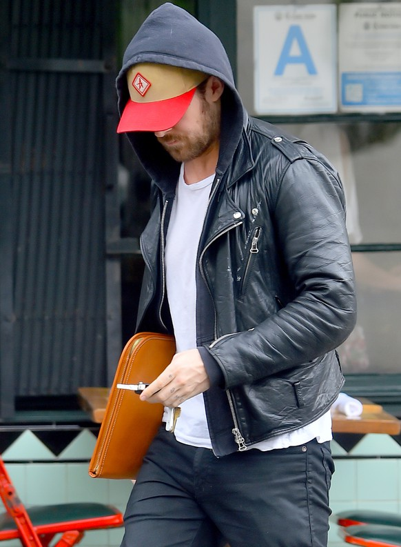 Ryan Gosling is seen leaving Little Dom's in Los Feliz after having lunch with his friends wearing his signature leather jacket and hoodie combo. Ryan's knuckles on his left hand had a short version of his daughter's hand ESME, one letter on each knuckle. it seems to be written in pen and not an actual tattoo. Ryan Gosling and Eva Mendes' daughter's name is Esmeralda.