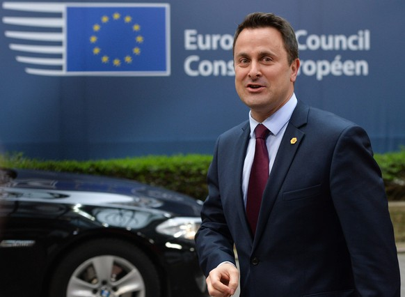 epa04669843 Prime Minister of Luxembourg, Xavier Bettel arrives for a European Summit of Heads of States and governments at the EU Council headquarters in Brussels, Belgium, 19 March 2015.  EPA/STEPHANIE LECOCQ