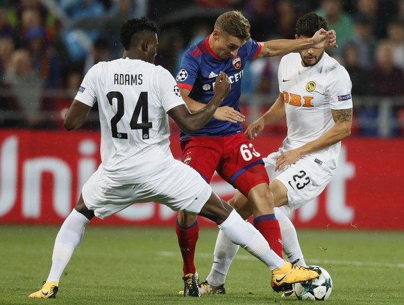 epa06158524 Fedor Chalov (C) of CSKA Moscow fights for the ball with Loris Benito (R) and Kasim Nuhu (L) of  BSC Young Boys during the UEFA Champions League play off second leg match between CSKA Moscow and BSC Young Boys at the VEB Arena in Moscow, Russia, 23 August 2017.  EPA/YURI KOCHETKOV