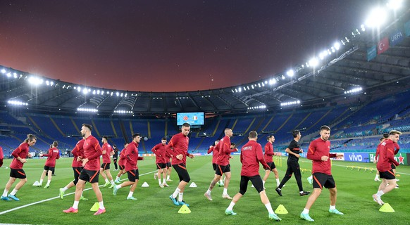 epa09260763 Turkey's national soccer team players in action during a training session at the Olympic Stadium in Rome, Italy, 10 June 2021. Turkey will face Italy in their UEFA EURO 2020 group A preliminary round soccer match on 11 June 2021.  EPA/Ettore Ferrari (RESTRICTIONS: For editorial news reporting purposes only. Images must appear as still images and must not emulate match action video footage. Photographs published in online publications shall have an interval of at least 20 seconds between the posting.)