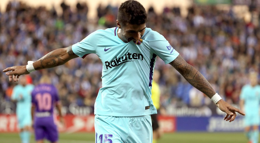 epa06337604 FC Barcelona's Brazilian player Jose Paulo Becerra 'Paulinho' celebrates after scoring the 0-3 goal against Leganes during their Spanish Primera Division League soccer match at the Butarque stadium in Leganes, Madrid, Spain, 18 November 2017.  EPA/KIKO HUESCA