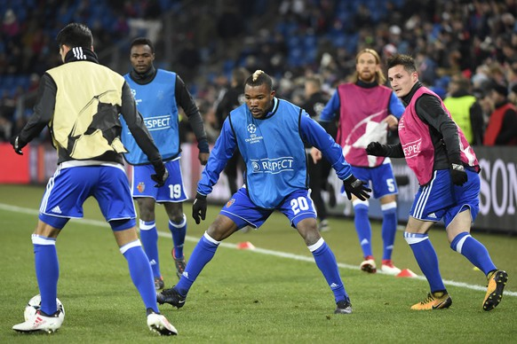 Basel's Mohamed Elyounoussi, Dimitri Oberlin, Geoffroy Serey Die, Michael Lang and Taulant Xhaka, from left, warm up ahead of the UEFA Champions League round of sixteen first leg soccer match between Switzerland's FC Basel 1893 and England's Manchester City FC in the St. Jakob-Park stadium in Basel, Switzerland, on Tuesday, February 13, 2018. (KEYSTONE/Georgios Kefalas)