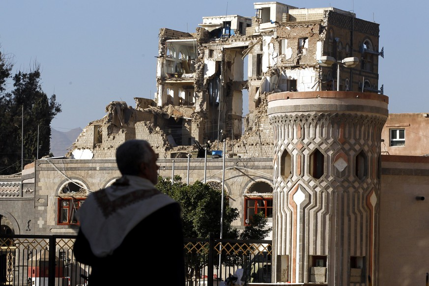 epa06368115 A Yemeni walks past the republican palace allegedly destroyed by several Saudi-led airstrikes after Houthi militants killed Yemen's ex-president Ali Abdullah Saleh, in Sana'a, Yemen, 05 December 2017. According to reports, Yemen's ex-president Ali Abdullah Saleh was killed on 04 December by Houthi militants after the collapse of his alliance with the Houthi rebels controlling the capital Sanaa.  EPA/YAHYA ARHAB