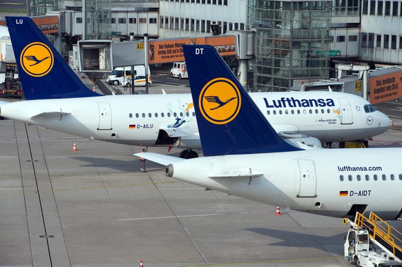 epa04150018 Airbus A319 airplanes of German carrier Lufthansa are grounded at the airport of Duesseldorf, Germany, 01 April 2014. Air travellers in Germany are set to face chaos this week after the country's largest airline Lufthansa announced plans to cancel 3,800 flights in the face of a threatened three-day strike by pilots. Lufthansa said it was cutting services from 02 through 04 April after a breakdown in retirement and pay talks helped to pave the way for what would be one of the biggest strikes in the airline's history. About 425,000 passengers are expected to be hit by the industrial action which was called last week by the pilots' union, Vereinigung Cockpit, Lufthansa said. Only about 500 Lufthansa short-and-long haul flights will be operated during the three-day strike.  EPA/FEDERICO GAMBARINI