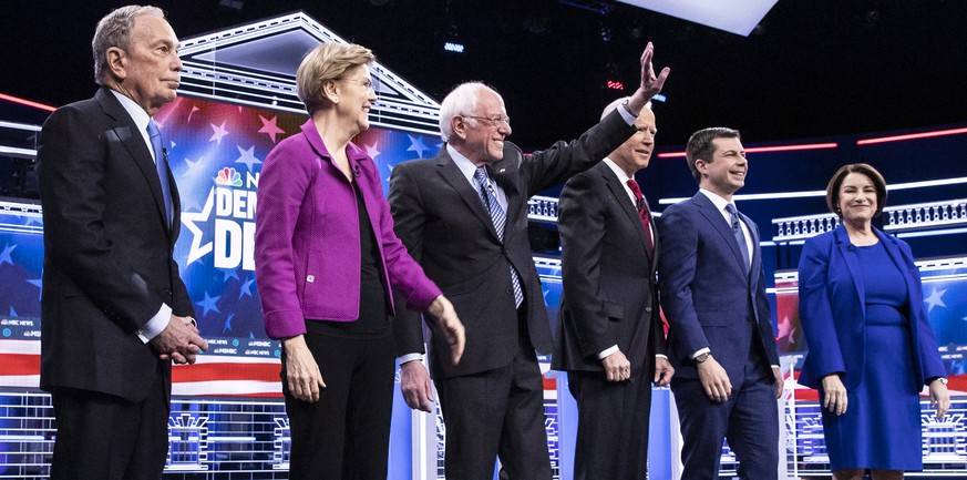 epa08229493 Democratic Presidential candidates (L-R) former NYC Mayor Michael R. Bloomberg, Massachusetts Senator Elizabeth Warren, Vermont Senator Bernie Sanders, former Vice President Joe Biden, former South Bend Mayor Pete Buttigieg and Minnesota Senator Amy Klobuchar stand together on stage at the start of the ninth Democratic presidential debate at the Paris Theater in Las Vegas, Nevada, USA, 19 February 2020.  EPA/ETIENNE LAURENT