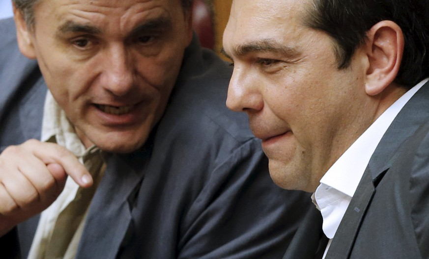 Greek Prime Minister Alexis Tsipras (R) and Finance Minister Euclid Tsakalotos talk during a parliamentary session in Athens, Greece July 16, 2015. Tsipras battled to win lawmakers' approval on Wednesday for a bailout deal to keep Greece in the euro, while the country's creditors, pressed by the IMF to provide massive debt relief, struggled to agree a financial lifeline.      REUTERS/Christian Hartmann