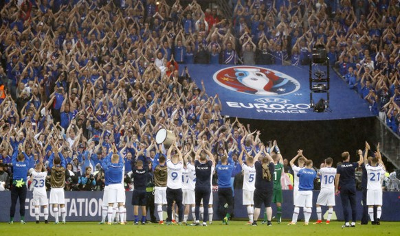 Football Soccer - France v Iceland - EURO 2016 - Quarter Final - Stade de France, Saint-Denis near Paris, France - 3/7/16 Iceland players applaud the fans at the end of the game REUTERS/Christian Hartmann Livepic