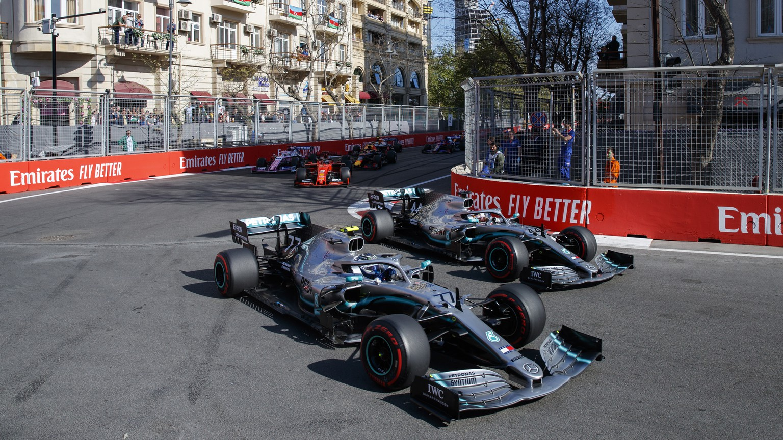 epa07534119 Finnish Formula One driver Valtteri Bottas of Mercedes AMG GP (L) and British Formula One driver Lewis Hamilton of Mercedes AMG GP (R) in action during the start of the 2019 Formula One Grand Prix of Azerbaijan at the Baku City Circuit in Baku, Azerbaijan, 28 April 2019.  EPA/VALDRIN XHEMAJ