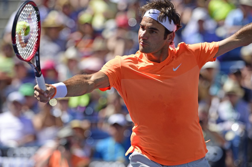 epa04673872 Roger Federer of Switzerland in action during his semifinal match against Milos Raonic of Canada at the BNP Paribas Open tennis tournament in Indian Wells, California, USA, 21 March 2015.  EPA/DANIEL MURPHY
