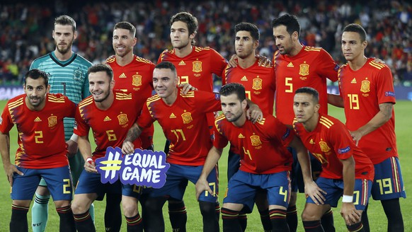 epa07095778 Spain's national soccer team starting eleven poses prior to the UEFA Nations League soccer match between Spain and England at Benito Villamarin stadium in Seville, southern Spain, 15 October 2018.  EPA/JOSE MANUEL VIDAL