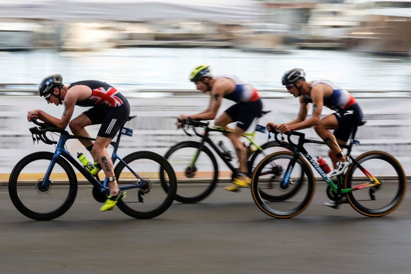 epa08805510 French Vincent Luis (R), British Alistair Brownlee (L), and Belgium Jelle Geens (C), in action during the cycling portion of the ITU Triathlon World Cup held in Valencia, eastern Spain, 07 November 2020.  EPA/Ana Escobar