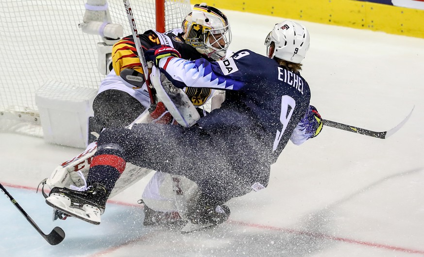 epa07584735 Jack Eichel of US (R) in action against goalkeeper Matthias Niederberger of Germany (L) during the IIHF World Championship group A ice hockey match between Germany and USA at the Steel Arena in Kosice, Slovakia, 19 May 2019.  EPA/MARTIN DIVISEK