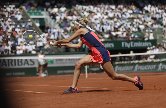 Timea Bacsinszky of Switzerland plays a shot against Latvia's Jelena Ostapenko during their semifinal match of the French Open tennis tournament at the Roland Garros stadium, in Paris, France. Thursday, June 8, 2017. (AP Photo/Petr David Josek)