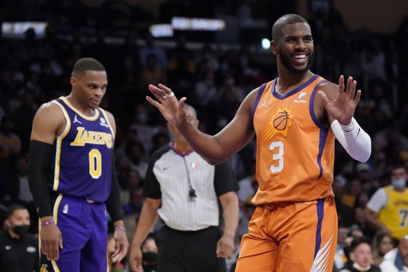 Phoenix Suns guard Chris Paul (3) argues a call during the first half of an NBA basketball game against the Los Angeles Lakers, Friday, Oct. 22, 2021, in Los Angeles. (AP Photo/Marcio Jose Sanchez)