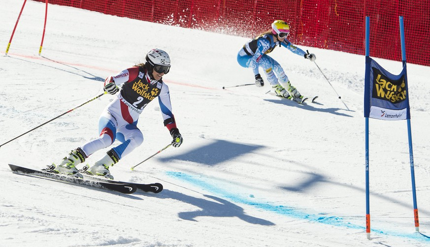 epa04124878 Wendy Holdener of Switzerland, left, in action against Julia Mancuso of the USA, right, during the big finals of the nation team event at the FIS Alpine Ski World Cup finals, in Parpan-Lenzerheide, Switzerland, Friday, March 14, 2014.  EPA/JEAN-CHRISTOPHE BOTT