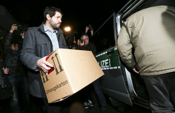 "A German police investigator carries a box after searching an apartement believed to belong to the crashed Germanwings flight 4U 9524 co-pilot Andreas Lubitz in Duesseldorf, March 26, 2015. A young German co-pilot locked himself in the cockpit of Germanwings flight 9525 and flew it into a mountain, killing all 150 people on board including himself, prosecutors said on Thursday. After listening to ""black box"" voice recordings, French prosecutors left no doubt that they believe 28-year-old Andreas Lubitz was in control of the Airbus A320 and set it on its fatal descent. They offered no explanation for his motive. Prosecutors in the German city of Duesseldorf said police were searching his home for evidence.   REUTERS/Kai Pfaffenbach"