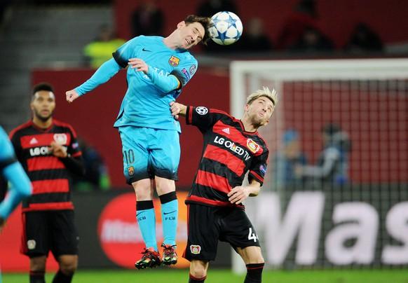 09.12.2015; Leverkusen; Fussball Champions League - Bayer Leverkusen - FC Barcelona - Lionel Messi (Barcelona) gegen Kevin Kampl (Leverkusen)(Uwe Speck/Witters/freshfocus)