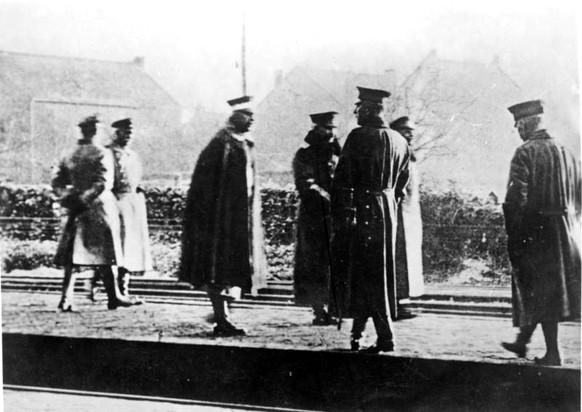 Erster Weltkrieg Kaiser Wilhelm II. am 10. November 1918 auf dem Weg ins Exil in den Niederlanden (Bundesarchiv Bild 183-R12318)