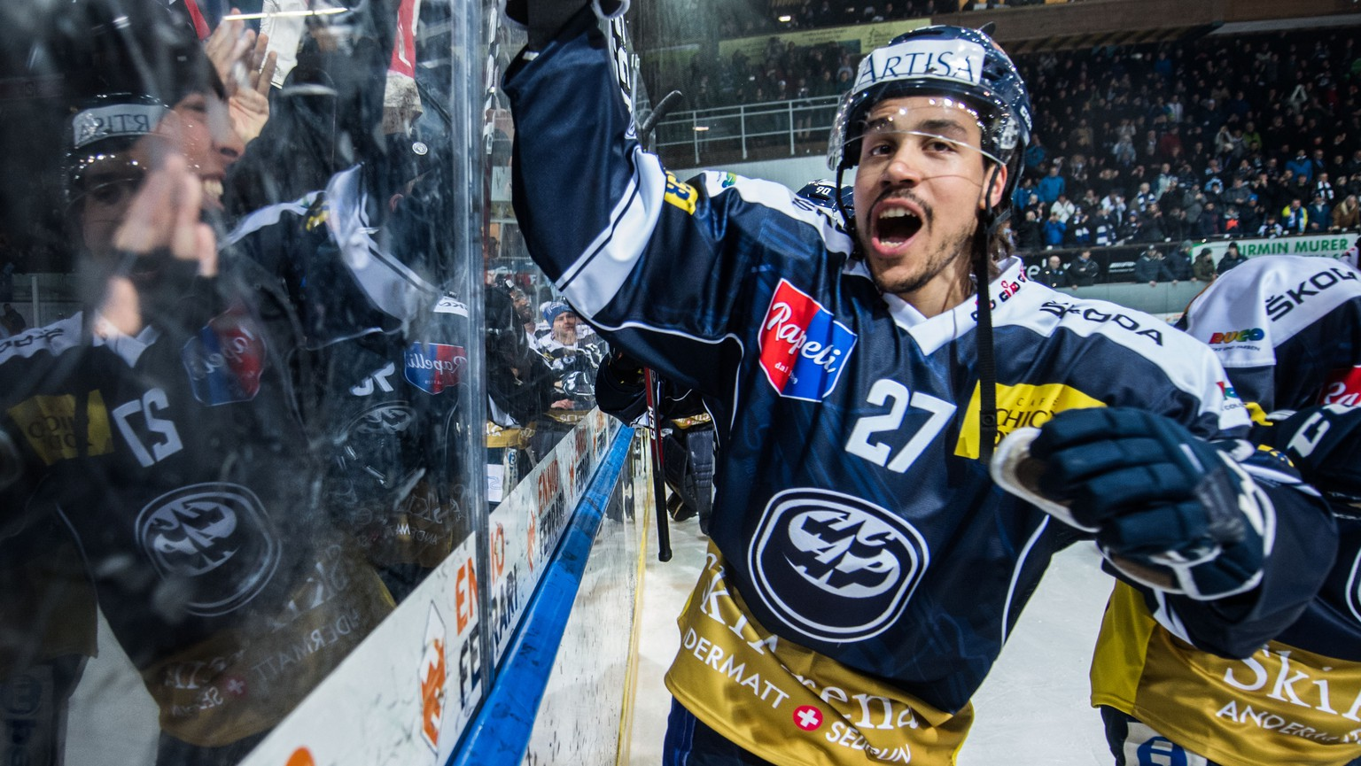 Ambri's player Samuel Guerra celebrate the victory at the end of the game game of National League Swiss Championship 2018/19 between HC Ambri Piotta and HC Lugano, at the ice stadium Valascia in Ambri, Switzerland, Friday, February 15, 2019. (KEYSTONE/Ti-Press/Samuel Golay)