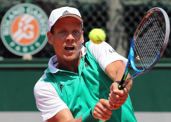 epa06003487 Tomas Berdych of Czech Republic in action against Karen Khachanov of Russia during their men's single 2nd round match during the French Open tennis tournament at Roland Garros in Paris, France, 01 June 2017.  EPA/TATYANA ZENKOVICH