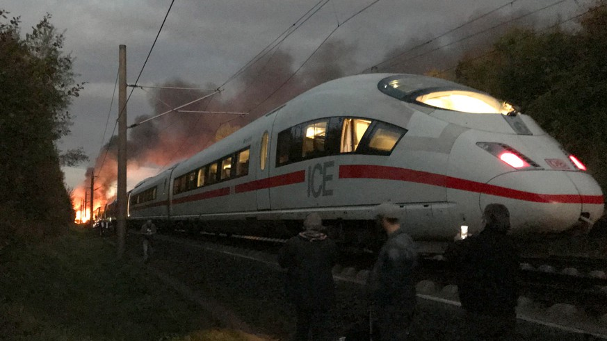 epa07088022 Flames and smoke billowing from a coach of an Inter City Express (ICE) train can be seen in this picture taken by a passenger during the evacuation of the train in the area of Diedorf, near Montabaur, Germany, 12 October 2018. According to the Deutsche Bahn the burning train was evacuated and no passengers were injured. The cause of the fire is under investigation.  EPA/TIM HUEBNER BEST QUALITY AVAILABLE * MANDATORY CREDIT: TIM HUEBNER
