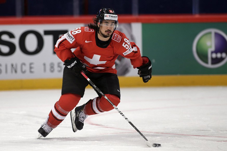 Switzerland's Eric Blum controls the puck, during the IIHF Ice Hockey World Championships preliminary round match Switzerland vs Canada at the Globe Arena in Stockholm, Sweden, on Sunday, 5 May 2013. (KEYSTONE/Salvatore Di Nolfi)