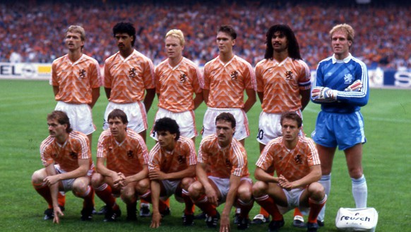 In this June 25, 1988 file photo, The Netherlands soccer team players pose prior to the start of the final game of the European soccer Championships, on June 25, 1988 in Munich, West Germany. The Netherlands defeated Soviet Union 2-0 to win the Championship. From four teams vying for the trophy in France at the first European Nations Cup in 1960 to the 16 that will compete at this year's tournament in Austria and Switzerland, the event has grown into a three-week competition that draws huge audiences at the stadiums and on television. (AP Photo/Carlo Fumagalli, File)
