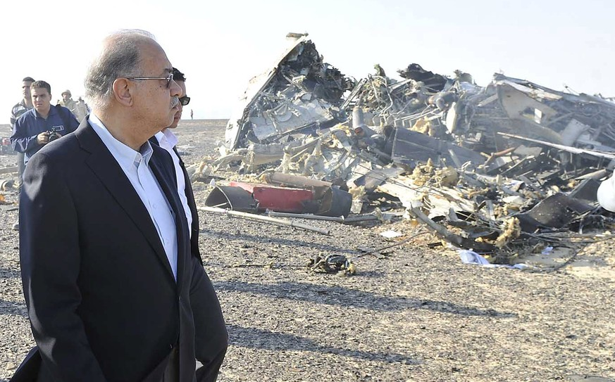 Egypt's Prime Minister Sherif Ismail looks at the remains of a Russian airliner after it crashed in central Sinai near El Arish city, north Egypt, October 31, 2015. The Airbus A321, operated by Russian airline Kogalymavia under the brand name Metrojet, carrying 224 passengers crashed into a mountainous area of Egypt's Sinai peninsula on Saturday shortly after losing radar contact near cruising altitude, killing all aboard. REUTERS/Stringer
