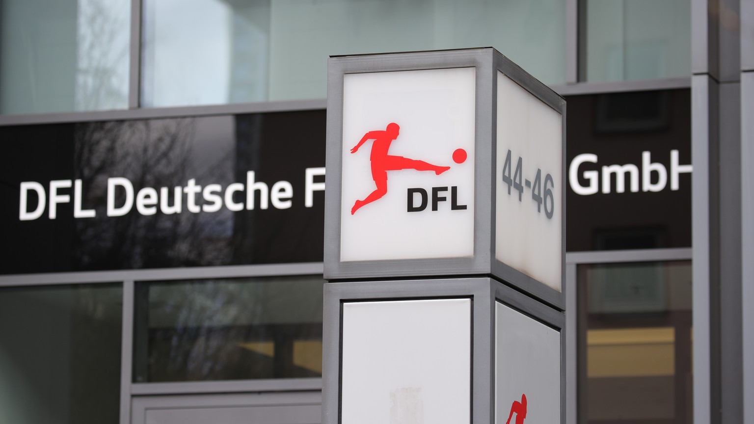 epa08291562 A general view of the entrance of German Football Association DFL (Deutsche Fussbal Liga) in Frankfurt Main, Germany, 13 March 2020. According to reports, German Football Association suspended all Bundesliga and Bundesliga 2 games from 17 March until 02 April amid coronavirus COVID-19 pandemic. This weekend games will be played behind closed doors.  EPA/ARMANDO BABANI