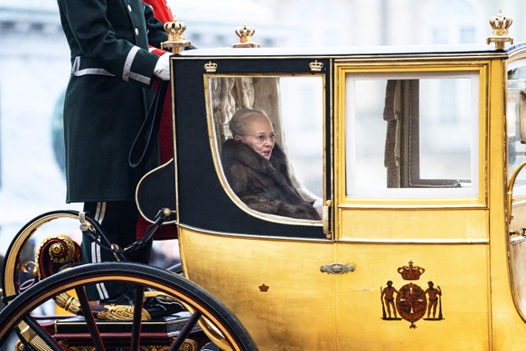 epa08099598 Danish Queen Margrethe II is escorted by the Gardehusar Regiment's Horseskort in the gold carriage from Christian IX's Palace, Amalienborg to Christiansborg Palace in Copenhagen, Denmark, 03 January 2020, for the New Year's reception.  EPA/Ida Guldbaek Arentsen  DENMARK OUT