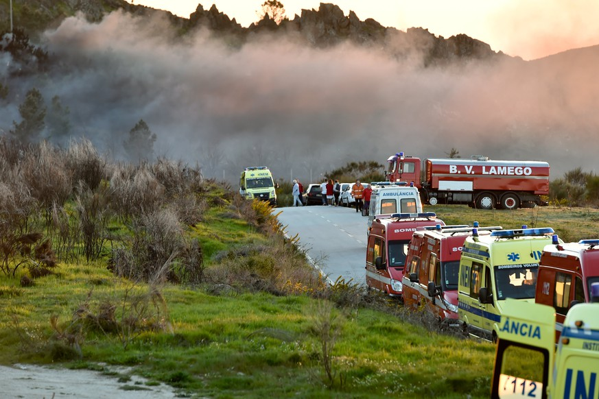 epa05889430 Emergency workers at the site of a fireworks factory, in Avoes, Lamego, Portugal, 04 April 2017 (issued 05 April 2017). At least five people died and three were still missing following several explosions in a pyrotechnic factory in Lamego.  EPA/NUNO ANDRE FERREIRA