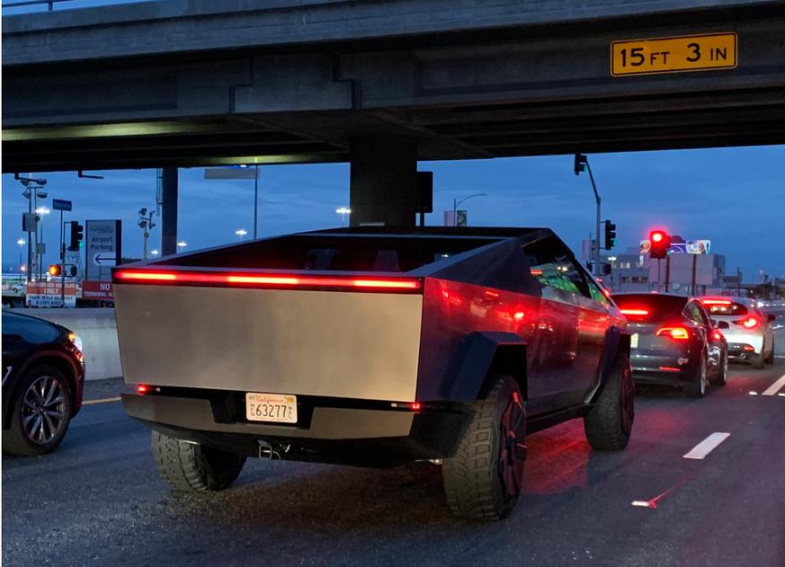 Tesla Cybertruck sorgt auf Kaliforniens Strassen für Aufregung