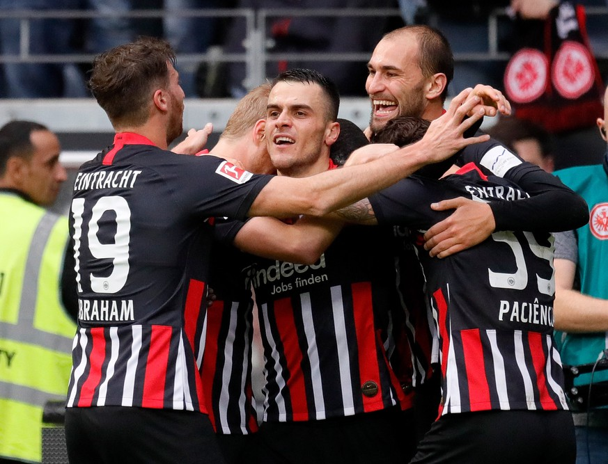 epa07966866 Frankfurt's Filip Kostic (C) celebrates with teammates after scoring the opening goal during the German Bundesliga soccer match between Eintracht Frankfurt and FC Bayern Munich in Frankfurt, Germany, 02 November 2019.  EPA/RONALD WITTEK CONDITIONS - ATTENTION: The DFL regulations prohibit any use of photographs as image sequences and/or quasi-video.