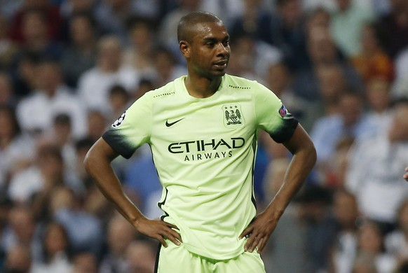 Football Soccer - Real Madrid v Manchester City - UEFA Champions League Semi Final Second Leg - Estadio Santiago Bernabeu, Madrid, Spain - 4/5/16 Manchester City's Fernandinho with Real Madrid's Pepe Reuters / Sergio Perez Livepic EDITORIAL USE ONLY.