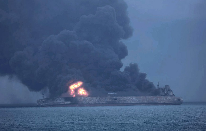 epa06424506 A handout photo made available by the South Korean Coast Guard on 08 January 2018 shows Panama-registered tanker 'Sanchi' on fire after a collision with Hong Kong-registered freighter 'CF Crystal,' off China's eastern coast, 07 January 2018. According to reports, 32 crew members, 30 Iranians and two Bangladeshis, were missing following the collision. Sanchi was carrying some 136,000 tons of Iranian oil when it caught fire after it crashed with CF Crystal some 296km off the coast of Shanghai, media reported.  EPA/SOUTH KOREA COAST GUARD HANDOUT -- BEST QUALITY AVAILABLE --  HANDOUT EDITORIAL USE ONLY/NO SALES --ALTERNATIVE CROP-- HANDOUT EDITORIAL USE ONLY/NO SALES