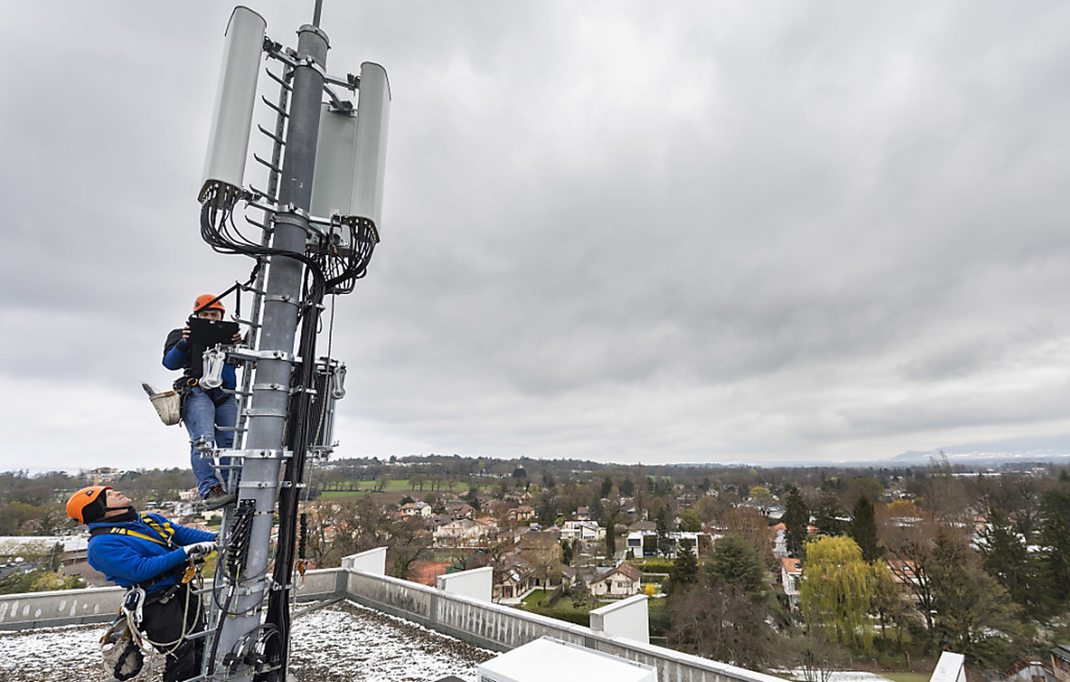 Montage einer 5G-Antenne in Chêne-Bougeries am 5. April im Kanton Genf.