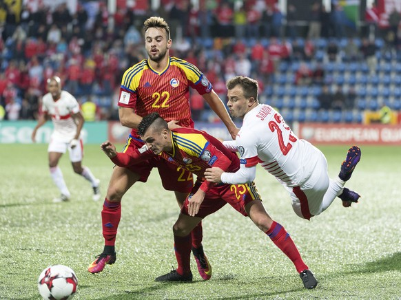 Andorra's Victor Rodriguez, hus Rubio and Switzerland's Xherdan Shaqiri, from left, fight for the ball during the 2018 Fifa World Cup Russia group B qualification soccer match between Andorra and Switzerland in the Estadi Nacional in Andorra La Vella, Andorra, on Monday, October 10, 2016. (KEYSTONE/Georgios Kefalas)