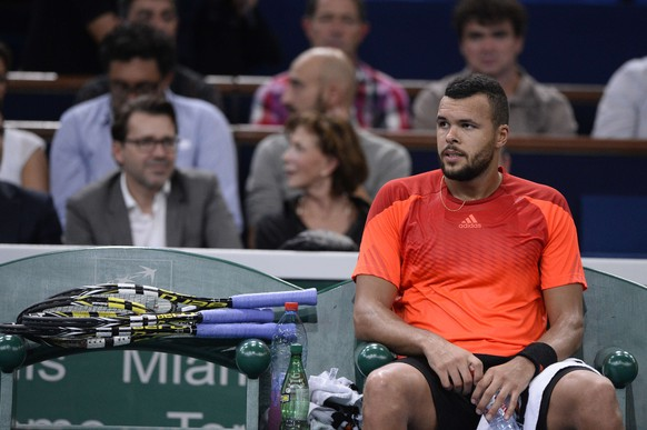 France's Jo-Wilfried Tsonga sits on his chair after his defeat against Japan's Kei Nishikori during the third round match at the ATP World Tour Masters 1000 indoor tennis tournament on October 30, 2014 at the Bercy Palais-Omnisport (POPB) in Paris. AFP PHOTO / FRANCK FIFE