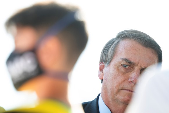 epa08462828 Brazilian President Jair Bolsonaro speaks to his supporters without a mask, in breach of the decree on the mandatory use of masks to protect against the coronavirus, at the Palacio do Alvorada, headquarters of the presidency, in Brasilia, Brazil, 03 June 2020.  EPA/Joédson Alves
