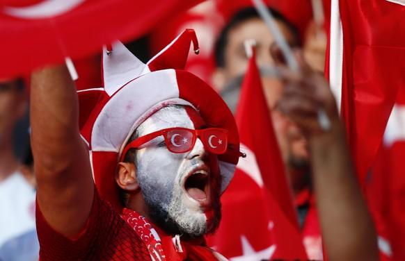 Football Soccer - Spain v Turkey - EURO 2016 - Group D - Stade de Nice, Nice, France - 17/6/16 Turkey fans before the game REUTERS/Eddie Keogh Livepic