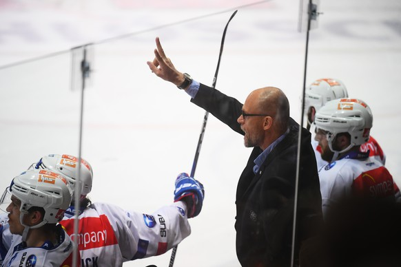 Zurich's head coach Hans Kossman reacts during the seventh match of the playoff final of the National League of the ice hockey Swiss Championship between the HC Lugano and the ZSC Lions, at the ice stadium Resega in Lugano, on Friday, April 27, 2018. (KEYSTONE/Ti-Press/Alessandro Crinari)