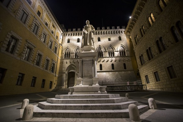 epa05667678 (FILE) A file photo dated 26 March 2016 showing people chatting in front of Sallustio Bandini's monument, in front of the Banca Monte dei Paschi di Siena (BMPS or MPS) headquarters, in Piazza Salimbeni (Salinbeni Square), in Siena, Italy. According to media reports on 09 December 2016, the European Central Bank (ECB) has rejected Monte dei Paschi's request for more time to raise capital.  EPA/MATTIA SEDDA