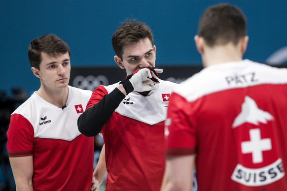 Benoit Schwarz, Peter de Cruz and Claudio Paetz of Switzerland, from left, in action during the Curling round robin game of the men between Switzerland and Great Britain at the XXIII Winter Olympics 2018 in Gangneung, South Korea, on Wednesday, February 14, 2018. (KEYSTONE/Alexandra Wey)